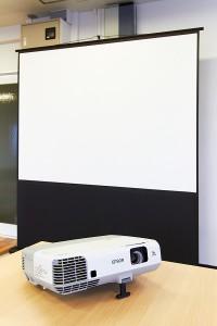 オオサカンスペース備品 : スクリーン(85インチ)