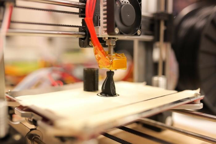 3Dプリンターでネコを印刷する様子