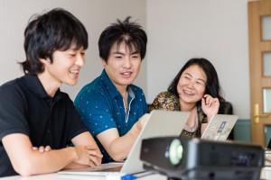尾崎の家のリビングルームでの会話2